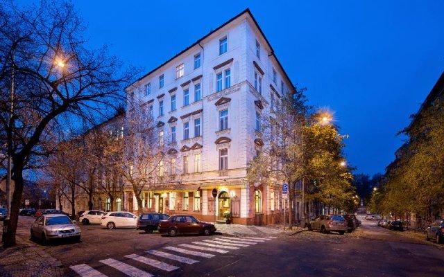 Отель Aron вид на фасад