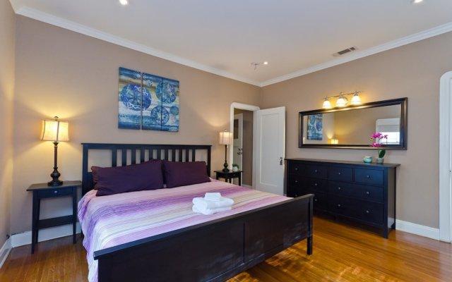 Отель LA157 2 Bedroom Apartment By Senstay США, Лос-Анджелес - отзывы, цены и фото номеров - забронировать отель LA157 2 Bedroom Apartment By Senstay онлайн комната для гостей