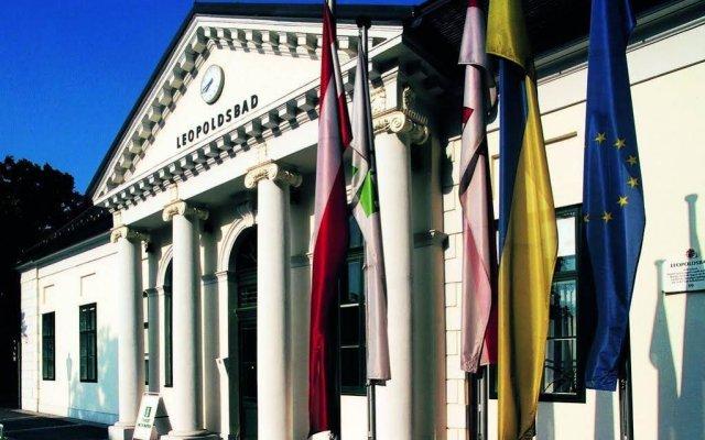 Отель Amadeus Pension вид на фасад