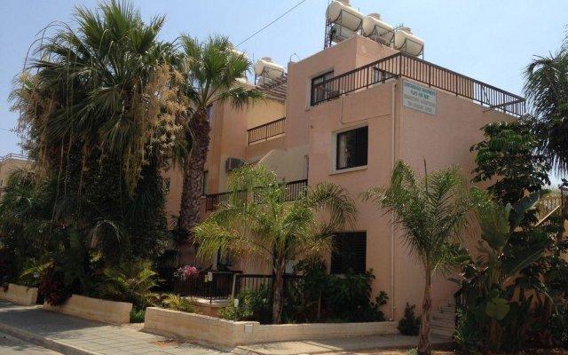 Отель Constantaras Apartments Кипр, Протарас - отзывы, цены и фото номеров - забронировать отель Constantaras Apartments онлайн вид на фасад