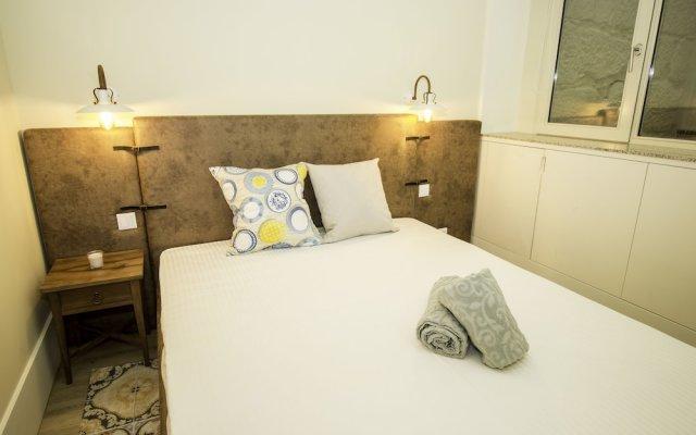 Отель Guest H4U Flores Almada City center Порту комната для гостей