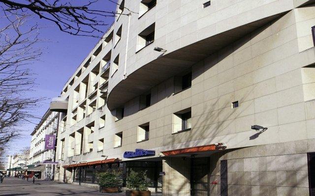 Отель Citadines Bastille Gare de Lyon Paris вид на фасад