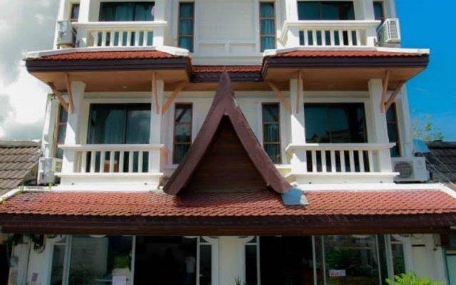 Phuket Holiday Hostel пляж Ката вид на фасад