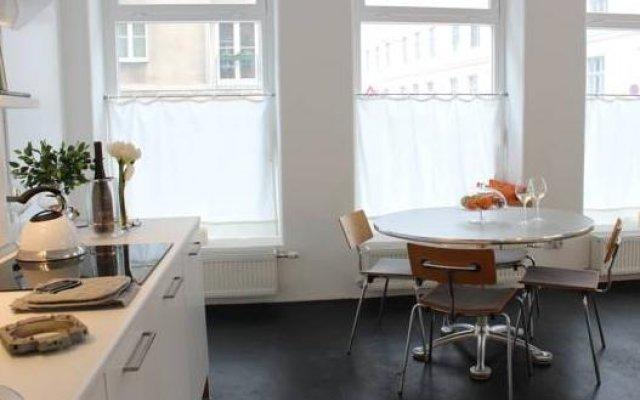 Апартаменты Hip Apartment At The Belvedere Castle - Streetview Wien Вена в номере