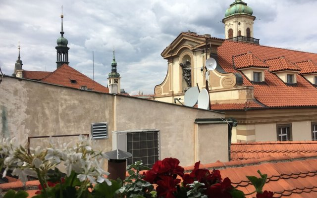 Отель Incredible 2Br Loft in Heart of Prague вид на фасад