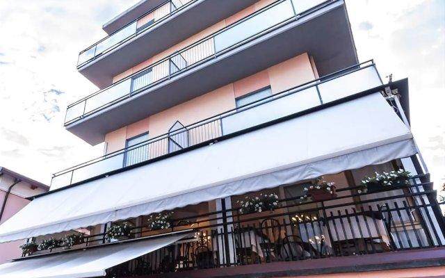 Hotel Baden Baden Римини вид на фасад