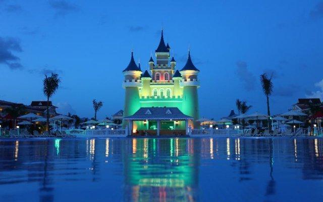 Отель Fantasia Bahia Principe Punta Cana - All Inclusive Доминикана, Пунта Кана - отзывы, цены и фото номеров - забронировать отель Fantasia Bahia Principe Punta Cana - All Inclusive онлайн вид на фасад