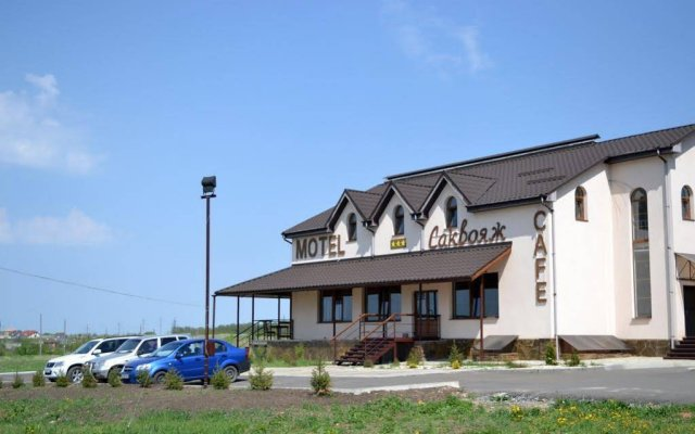 Отель Мотель Саквояж Харьков вид на фасад