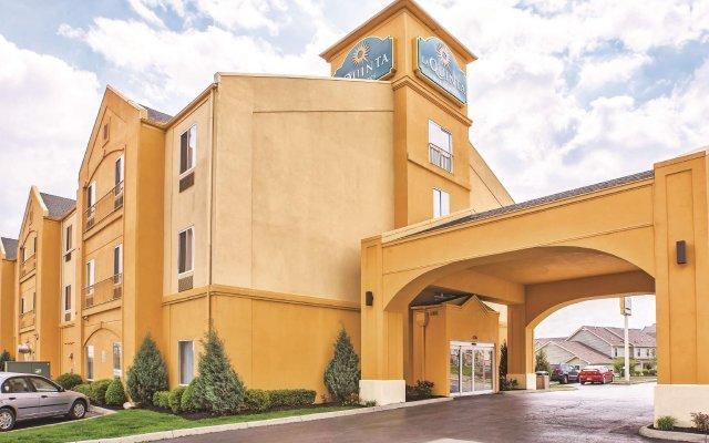 Отель La Quinta Inn & Suites Columbus West - Hilliard США, Колумбус - 1 отзыв об отеле, цены и фото номеров - забронировать отель La Quinta Inn & Suites Columbus West - Hilliard онлайн вид на фасад