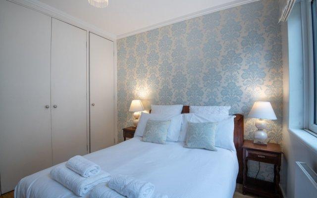Отель Delightful Kensington Home close to Hyde Park Лондон комната для гостей
