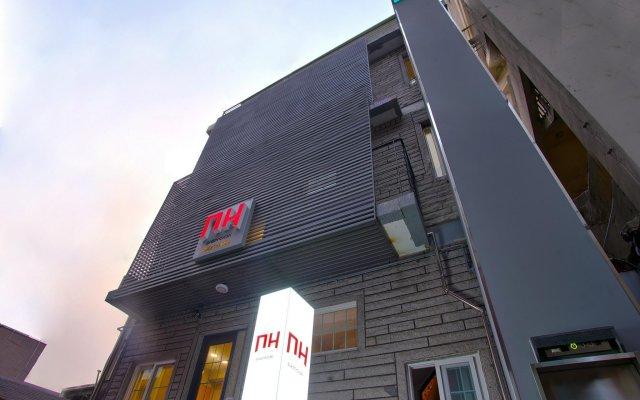 Отель D.H Sinchon Guesthouse Южная Корея, Сеул - отзывы, цены и фото номеров - забронировать отель D.H Sinchon Guesthouse онлайн вид на фасад