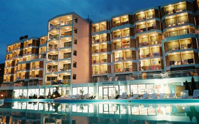 Hotel Delfin вид на фасад