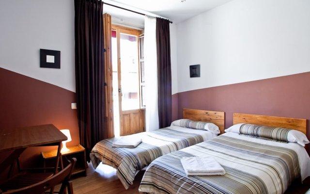 Отель Hostal Abaaly Испания, Мадрид - 4 отзыва об отеле, цены и фото номеров - забронировать отель Hostal Abaaly онлайн вид на фасад