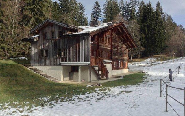 Отель Gstaad - Great Luxurious Farmhouse вид на фасад