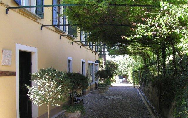 Отель Villa Schindler Манерба-дель-Гарда вид на фасад