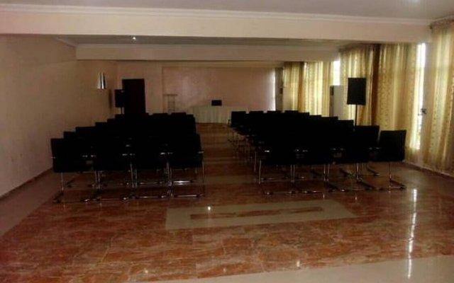 Отель Treasureland Hotel Нигерия, Калабар - отзывы, цены и фото номеров - забронировать отель Treasureland Hotel онлайн помещение для мероприятий