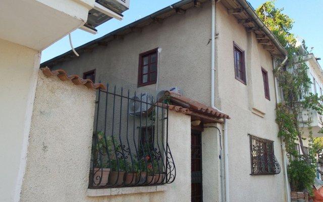 Отель Ali Baba's Guesthouse вид на фасад