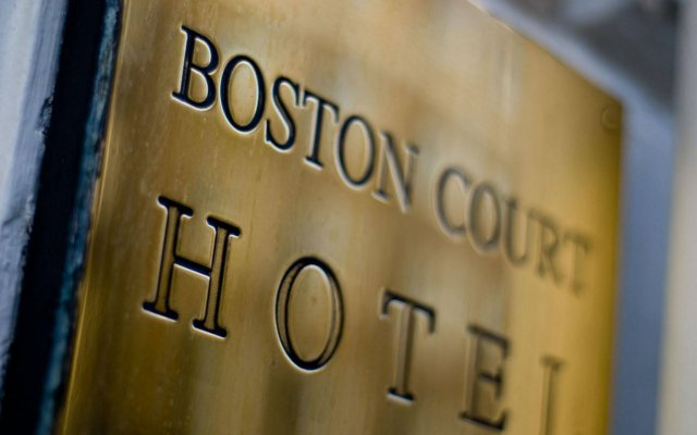 Boston Court Hotel вид на фасад