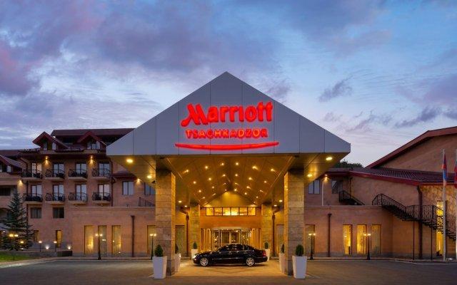 Отель Цахкадзор Marriott
