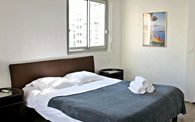 Central 1 Bedroom in Luxurious Residence 0