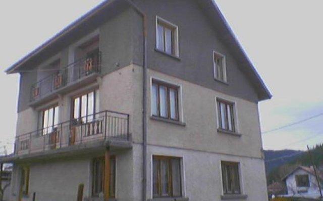 Отель Guest House AHP Боровец вид на фасад