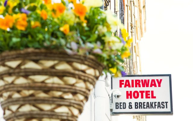 The Fairway Hotel Лондон вид на фасад
