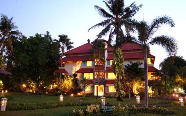 Отель White Rose Kuta Resort, Villas & Spa вид на фасад