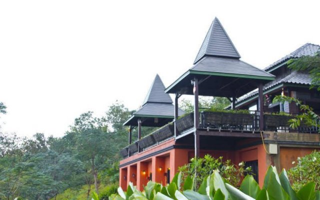 Отель Thaton Hill Resort вид на фасад