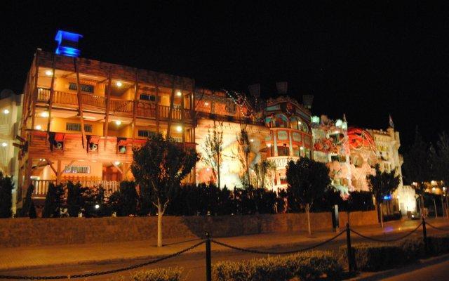 Отель Pirates Village вид на фасад