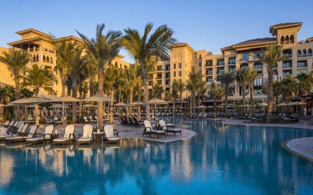 Отель Four Seasons Resort Dubai at Jumeirah Beach