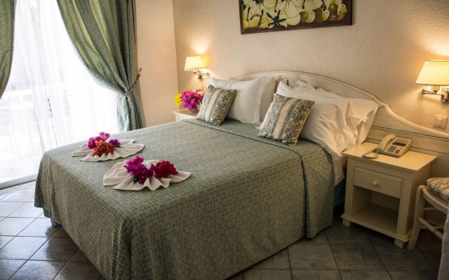Ocean Point Resort and Spa - Adults Only 1
