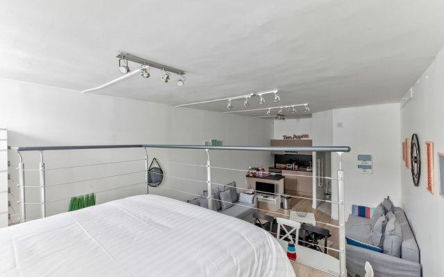Отель 33 - Flat Av des Champs-Élysées комната для гостей
