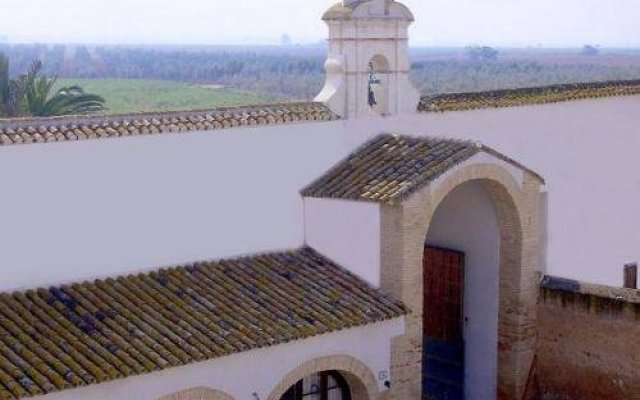 Отель Hacienda Los Jinetes вид на фасад
