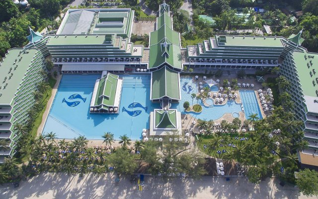 Отель Le Meridien Phuket Beach Resort вид на фасад