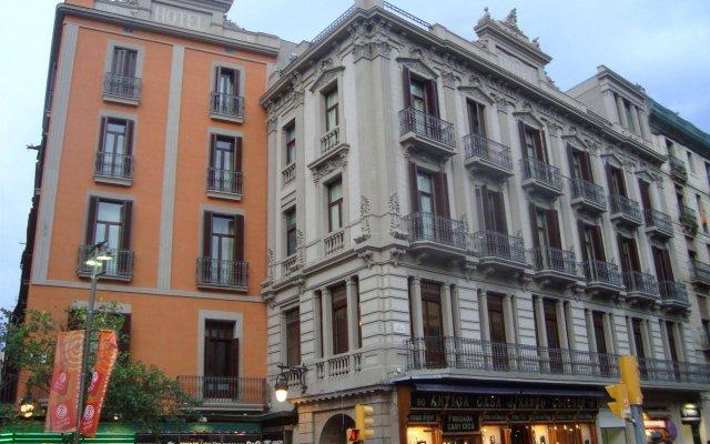 Отель Internacional Ramblas Atiram вид на фасад