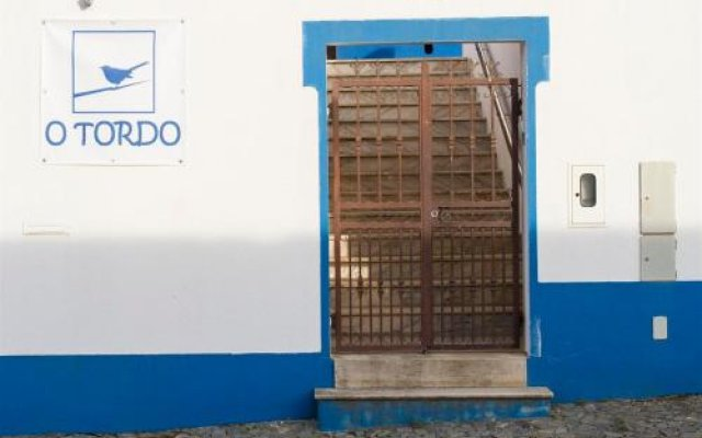 Отель Alojamento O Tordo Алкасер-ду-Сал вид на фасад