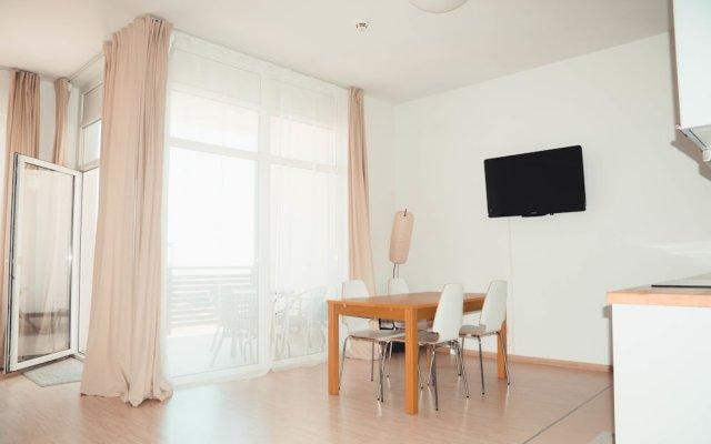 Гостиница Fenix Deluxe Apartment on Golubaya 5 в Сочи отзывы, цены и фото номеров - забронировать гостиницу Fenix Deluxe Apartment on Golubaya 5 онлайн комната для гостей