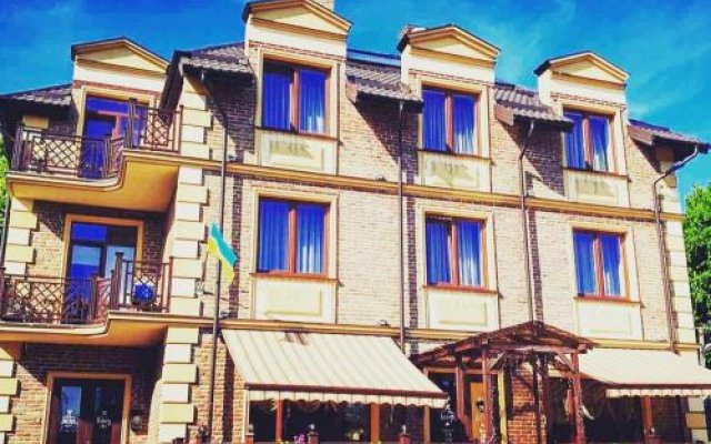 Отель Batori Львов вид на фасад