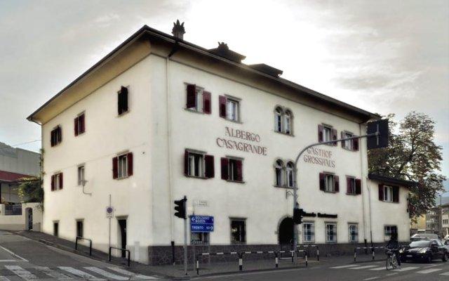 Отель Albergo Casagrande Лаивес вид на фасад