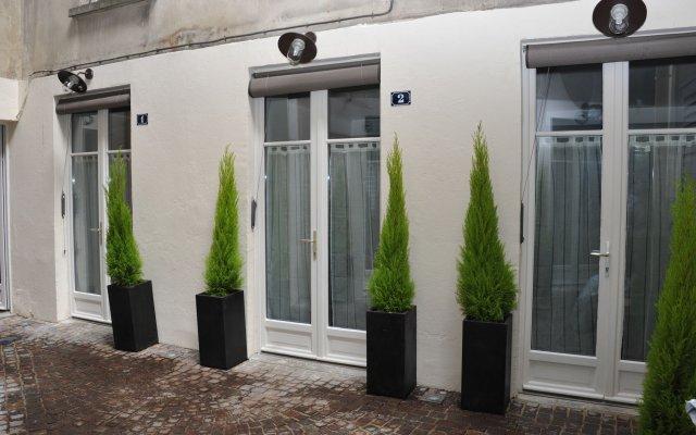 Отель Hôtel & Résidence de la Mare Франция, Париж - отзывы, цены и фото номеров - забронировать отель Hôtel & Résidence de la Mare онлайн вид на фасад