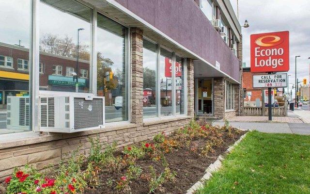 Отель Econo Lodge Downtown Ottawa Канада, Оттава - 2 отзыва об отеле, цены и фото номеров - забронировать отель Econo Lodge Downtown Ottawa онлайн вид на фасад