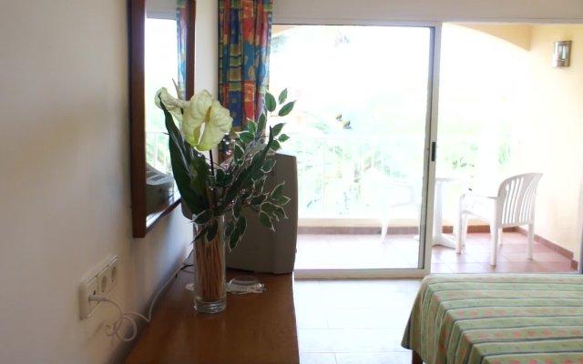 Отель Playasol Cala Tarida Сан-Лоренс де Балафия интерьер отеля