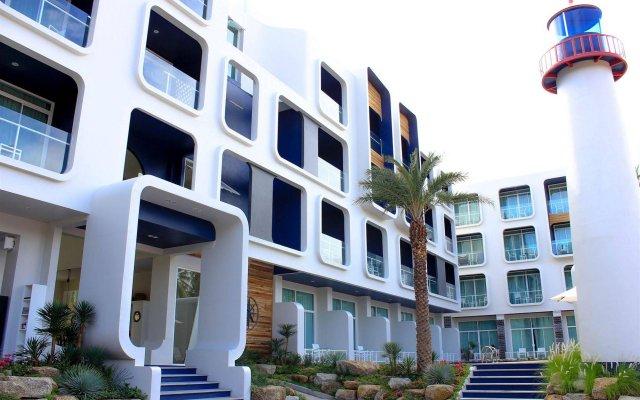 Отель Sugar Marina Resort Nautical Пхукет вид на фасад