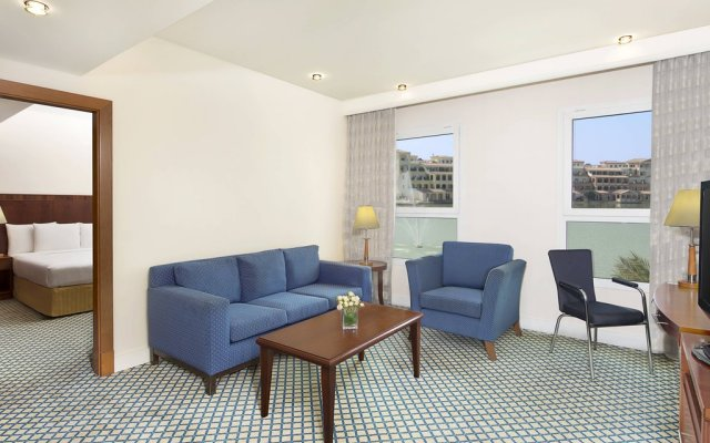 Отель Courtyard by Marriott Dubai Green Community комната для гостей