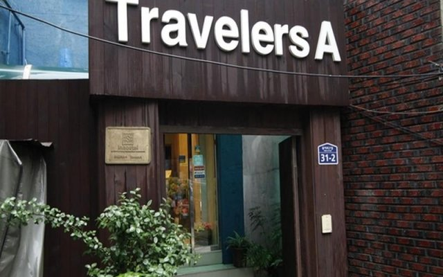 Travelersa Seoul Hostel Сеул вид на фасад