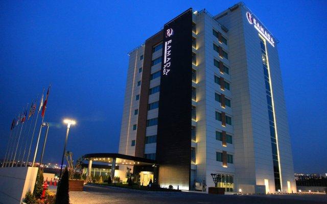 Отель Ramada Plaza Istanbul Asia Airport вид на фасад