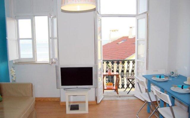 Апартаменты RH Vigário 2 Alfama View Apartment комната для гостей