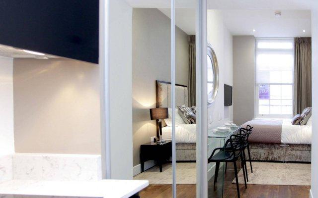 Апартаменты Valet Apartments Golden Square комната для гостей