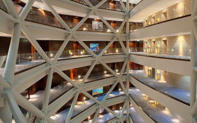 Отель Andaz Capital Gate Abu Dhabi – a concept by Hyatt вид на фасад