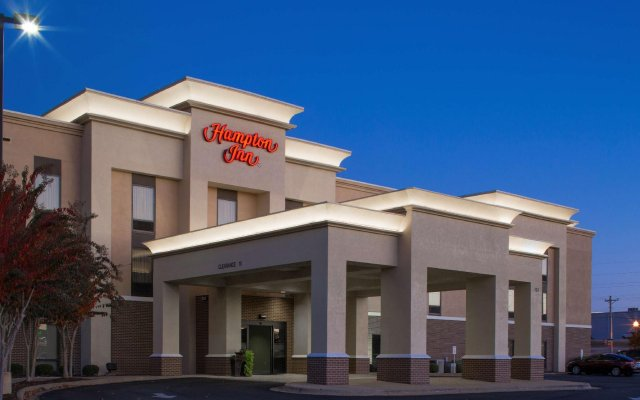 Отель Hampton Inn by Hilton Troy вид на фасад